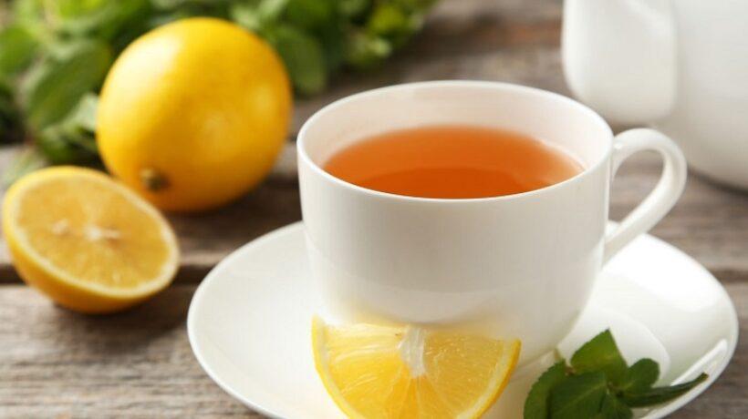 Green tea with lemon: very healthy in your breakfast