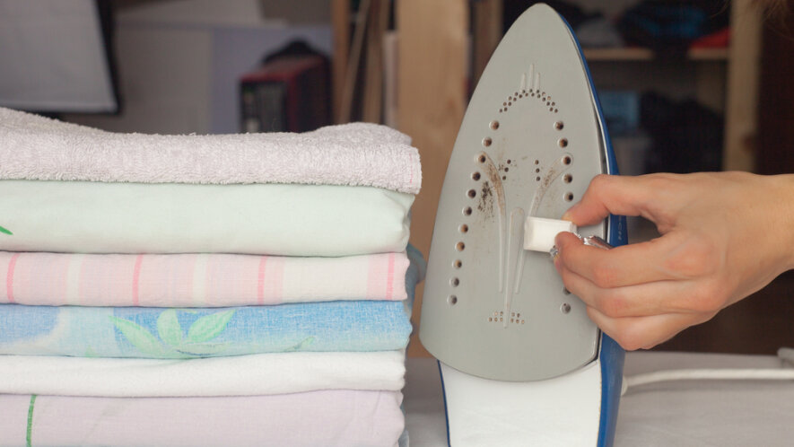 how to clean iron plate